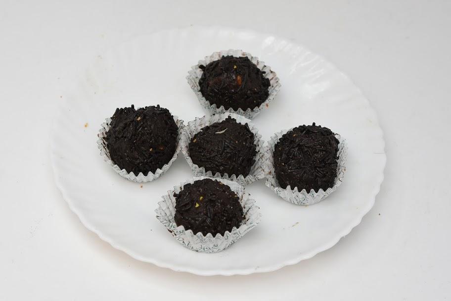 Chocolate-Dateballs1.JPG